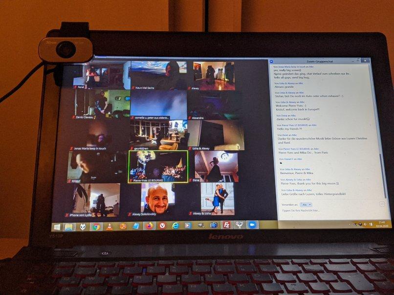Teilnehmer-Fenster und Chat-Fenster und die Web-Com